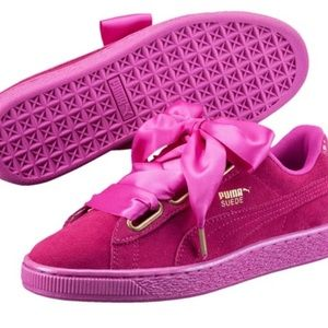 Rihanna's hot pink suede athletic shoe 💖